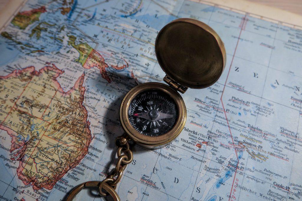 Brujula y mapa